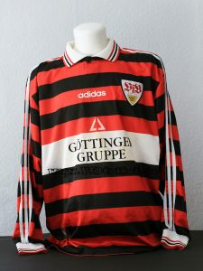 1997/98 - Jochen Endress - Europapokal der Pokalsieger - rot / schwarz gestreift - langarm - sehr seltenes Trikot. Mit diesem Trikot wurde nur In der ersten Runde bei IBV Vestmannaeyjar gespielt.